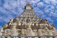 Templet av gryning, prang av Wat Arun Ratchawararam Royaltyfria Bilder