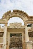Templet av Hadrianus fördärvar i Ephesus, Turkiet Royaltyfria Bilder