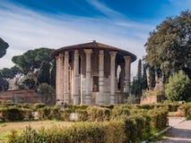 Templet av Hercules Victor i området av forumet Boarium, arkivbild