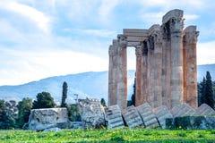 Templet av olympiska Zeus Greek: Naos-tou Olimpiou Dios, också som är bekant som Olympieionen, Aten fotografering för bildbyråer