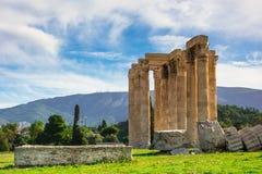 Templet av olympiska Zeus Greek: Naos-tou Olimpiou Dios, också som är bekant som Olympieionen, Aten royaltyfri foto