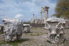 Templet av Trajan, akropol av Pergamum (Pergamon), Bergama, Tu Arkivfoto