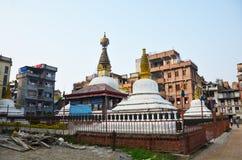 Templet eller pagoden och buddha synar, eller vishet synar in royaltyfria bilder
