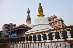Templet eller pagoden och buddha synar, eller vishet synar in royaltyfria foton