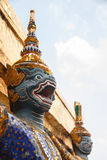 TEMPLET FÖR JÄTTE- SKULPTUR FÖR YAKSA DEN THAILÄNDSKA Arkivfoto