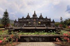 Templet i den Brahmavihara Arama kloster, Bali ö (Indonesien) arkivfoton