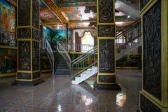 Templet Kandy-Vihara Den inre Hallen med kolonner och trappa Arkivfoto