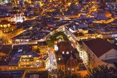 Templo圣地亚哥Jardin华雷斯剧院夜瓜纳华托州墨西哥 库存图片