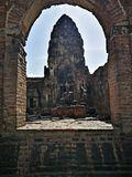 Templo Ásia do macaco de Tailândia do lopburi do templo do yod de Prang sam imagens de stock royalty free