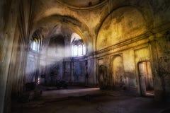 Templo abandonado frecuentado fantasía mística Interior de la iglesia abandonada de Dmitry Solunsky Imagenes de archivo