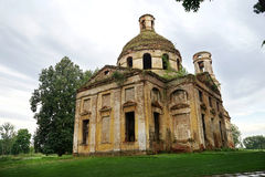 Templo abandonado y destruido Imágenes de archivo libres de regalías