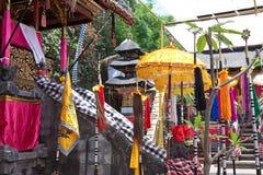 Templo, adornado al día de fiesta. Indonesia, Bali. fotografía de archivo