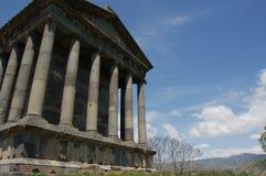 Templo agradable de Garni en Armenia cerca del yeveran debajo del cielo Foto de archivo libre de regalías