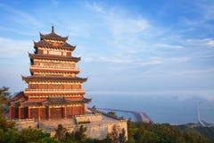 Templo antigo bonito no beira-mar, China Fotos de Stock Royalty Free