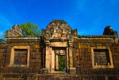 Templo antigo do tijolo, um destino tailandês famoso do curso de turista foto de stock royalty free