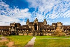 Templo antiguo contra un cielo hermoso Angkor Wat, Camboya Imagenes de archivo