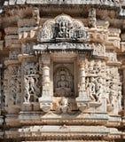 Templo antiguo de Sun en Ranakpur. Talla Jain del templo. Imágenes de archivo libres de regalías