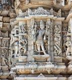 Templo antiguo de Sun en Ranakpur. Talla Jain del templo. Fotografía de archivo