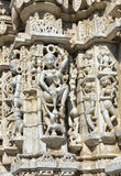 Templo antiguo de Sun en Ranakpur. Talla Jain del templo. Fotos de archivo