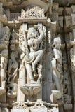 Templo antiguo de Sun en Ranakpur. Talla Jain del templo. Imagenes de archivo
