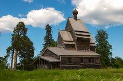 Templo antiguo en el bosque Fotos de archivo