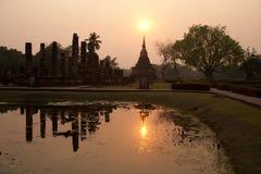 Templo antiguo en la luz del sol por la tarde Foto de archivo libre de regalías