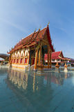 Templo bajo luz del sol con el cielo claro Imágenes de archivo libres de regalías