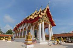 Templo bajo luz del sol con el cielo claro Fotos de archivo libres de regalías