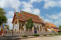 Templo bajo luz del sol con el fondo del cielo Foto de archivo libre de regalías