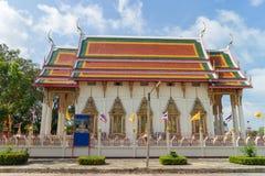 Templo bajo luz del sol con el fondo del cielo Imagen de archivo