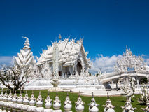 Templo blanco que visita, Wat Rong Khun, Chiang Rai Imagenes de archivo