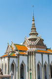 Templo blanco y gris en el palacio magnífico, Tailandia Fotos de archivo libres de regalías