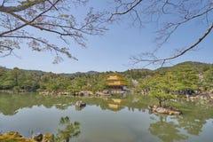 Templo bonito de Kinkaku-ji em Kyoto Fotografia de Stock Royalty Free