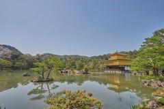 Templo bonito de Kinkaku-ji em Kyoto Imagens de Stock Royalty Free