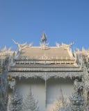 Templo branco e céu azul Fotos de Stock Royalty Free