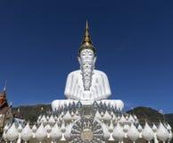 Templo branco grande da religião da estátua da Buda Imagens de Stock Royalty Free