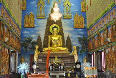 Templo buakwan de la arquitectura de la penetración del wat budista hermoso del edificio en Tailandia fotografía de archivo libre de regalías