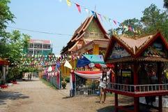 Templo budista, adornado con las banderas del rezo Fotografía de archivo libre de regalías