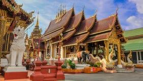 Templo budista de oro Foto de archivo libre de regalías