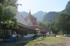 Templo budista en el parque nacional del ROI Yot de Khao Sam Foto de archivo libre de regalías