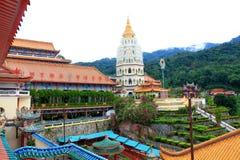 Templo budista: Leks Kok Si, Penang, Malasia Imágenes de archivo libres de regalías