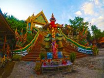 Templo budista na cidade de Phuket, Tailândia fotos de stock royalty free