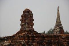Templo budista y Stupas viejo con las paredes de ladrillos fotos de archivo libres de regalías