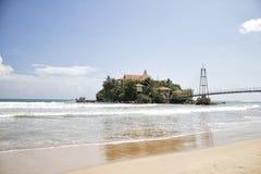 Templo-casa en el agua en Sri Lanka imagenes de archivo