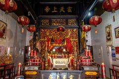 Templo chinês interior em Indonésia Imagem de Stock