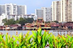Templo chinês na água, molhes do clã, Georgetown, Penang, malaio Fotografia de Stock