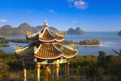Templo chino en una colina Foto de archivo libre de regalías