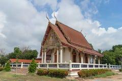 Templo con el fondo del árbol y del cielo Imagen de archivo libre de regalías