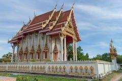 Templo con el fondo del cielo bajo luz del sol Imagen de archivo libre de regalías