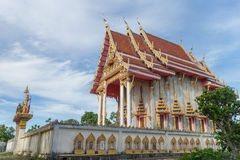 Templo con el fondo del cielo bajo luz del sol Fotos de archivo libres de regalías